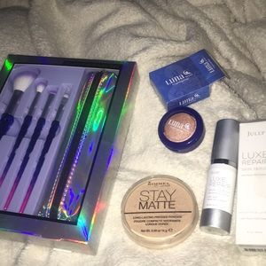 High end makeup bundle !brushes,highlight,serum